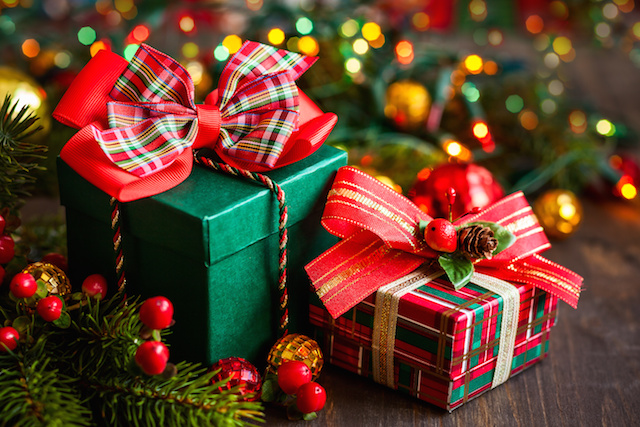 Do I Have to Pay the Gift Tax on Christmas Gifts?